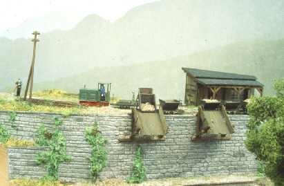 Feldbahnkipploren an Ladestation Spur Nf